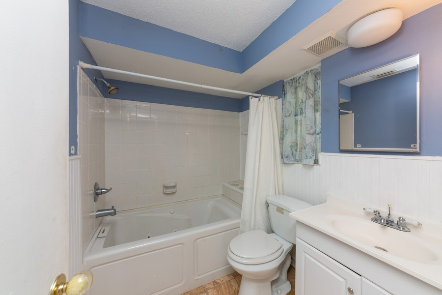 Real Estate Photography - 81 Lee Cir, Englewood, FL, 34223 - Master Bathroom