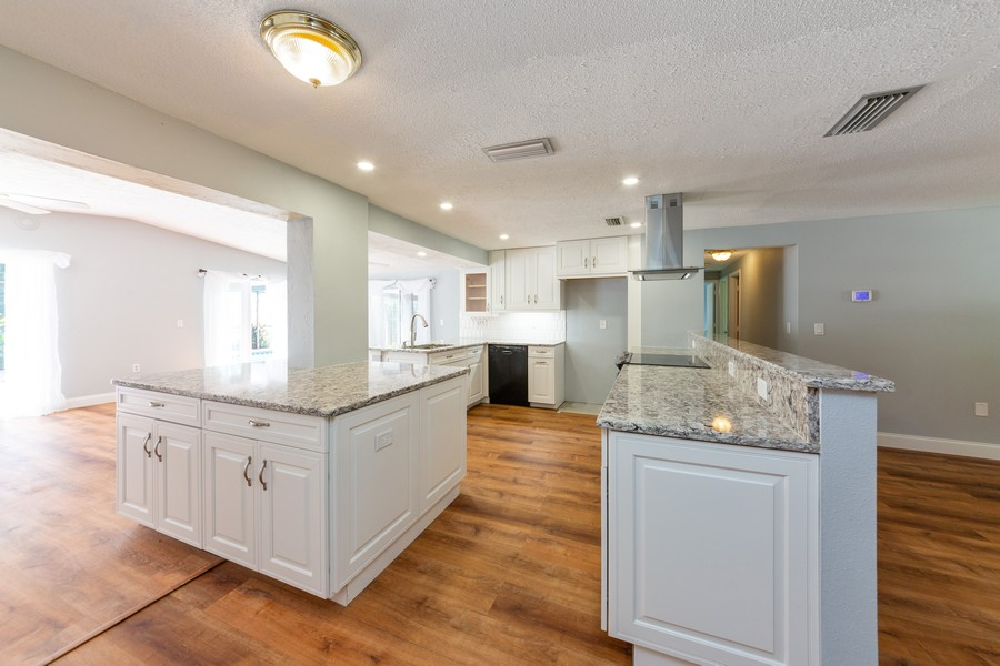 Real Estate Photography - 81 Lee Cir, Englewood, FL, 34223 - Kitchen