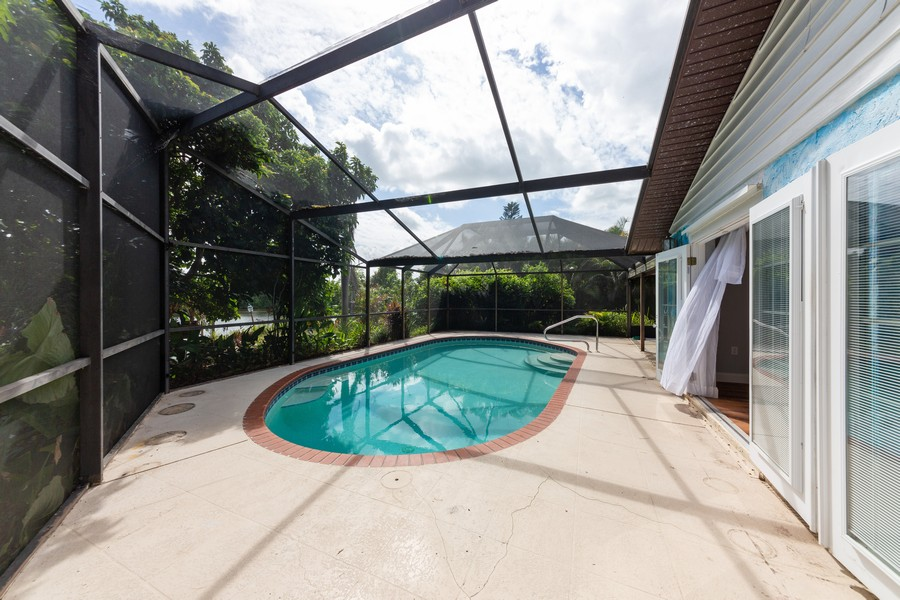 Real Estate Photography - 81 Lee Cir, Englewood, FL, 34223 - Pool