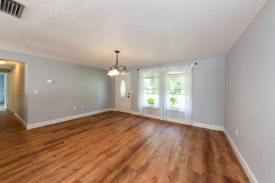 Real Estate Photography - 81 Lee Cir, Englewood, FL, 34223 - Living/Dining Room