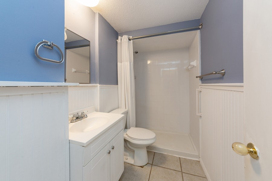 Real Estate Photography - 81 Lee Cir, Englewood, FL, 34223 - 2nd Bathroom