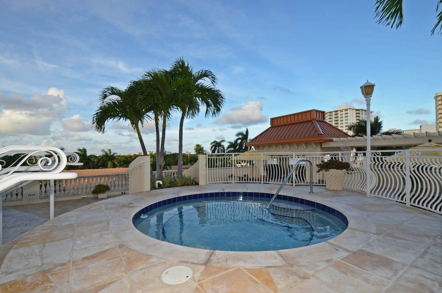 Real Estate Photography - 2845 NE 9th St., Unit 601, Fort Lauderdale, FL, 33304 - Hot Tub - Dusk
