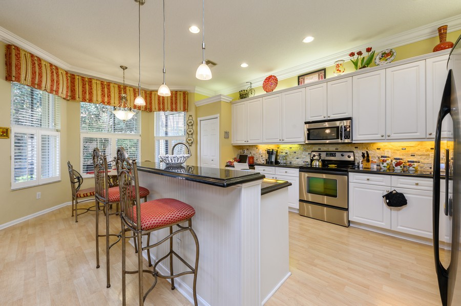 Real Estate Photography - 7581 Lake Harbor Terrace, Lake Worth, FL, 33467 - Kitchen / Breakfast Room