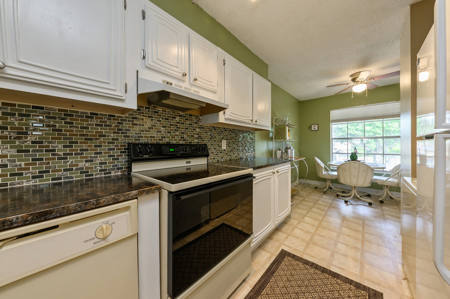 Real Estate Photography - 5912 Via Delray, B, Delray Beach, FL, 33484 - Kitchen / Breakfast Room