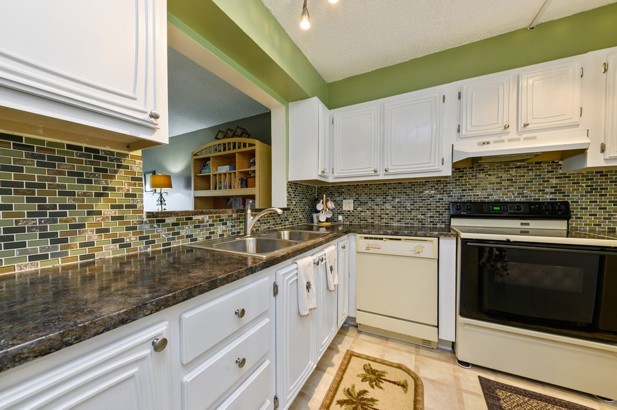 Real Estate Photography - 5912 Via Delray, B, Delray Beach, FL, 33484 - Kitchen