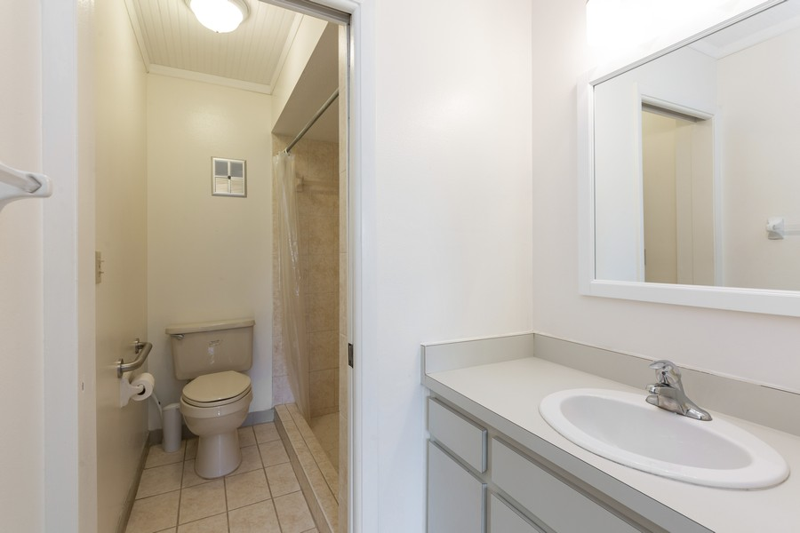 Real Estate Photography - 1410 57th Street West, Bradenton, FL, 34209 - Master Bathroom