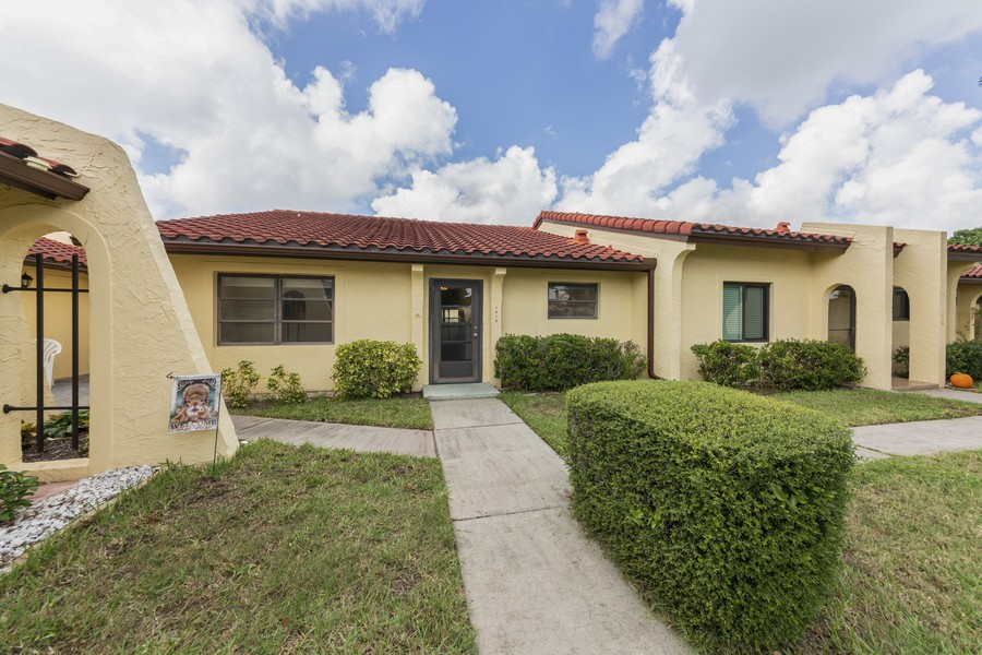 Real Estate Photography - 1410 57th Street West, Bradenton, FL, 34209 - Front View
