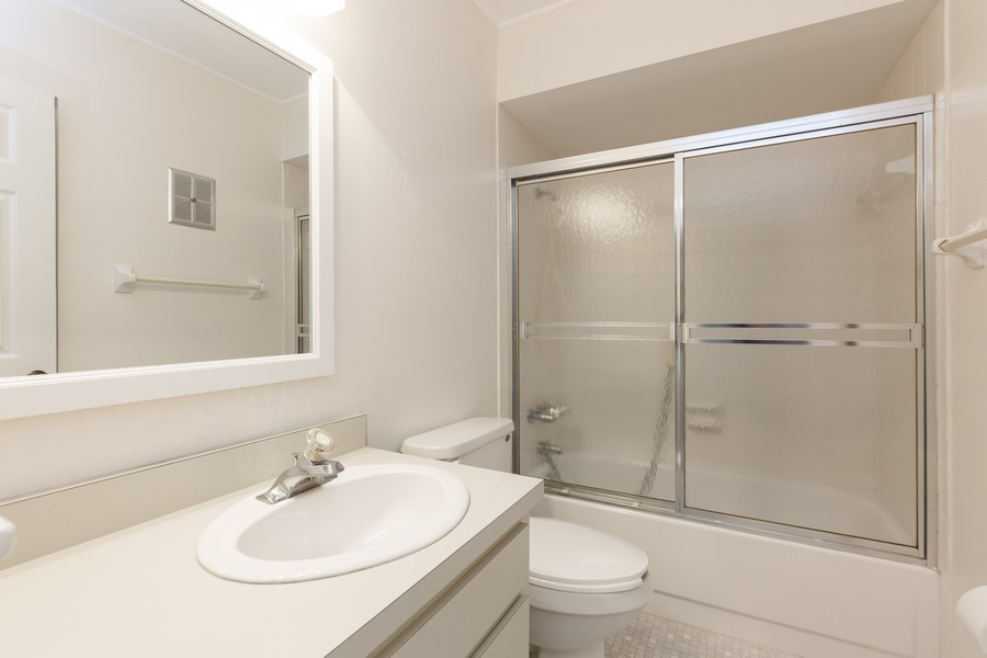 Real Estate Photography - 1410 57th Street West, Bradenton, FL, 34209 - 2nd Bathroom