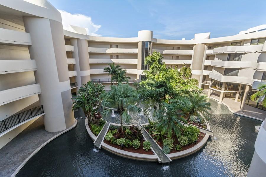 Real Estate Photography - 1401 S Ocean Blvd, #403, Boca Raton, FL, 33432 - Courtyard