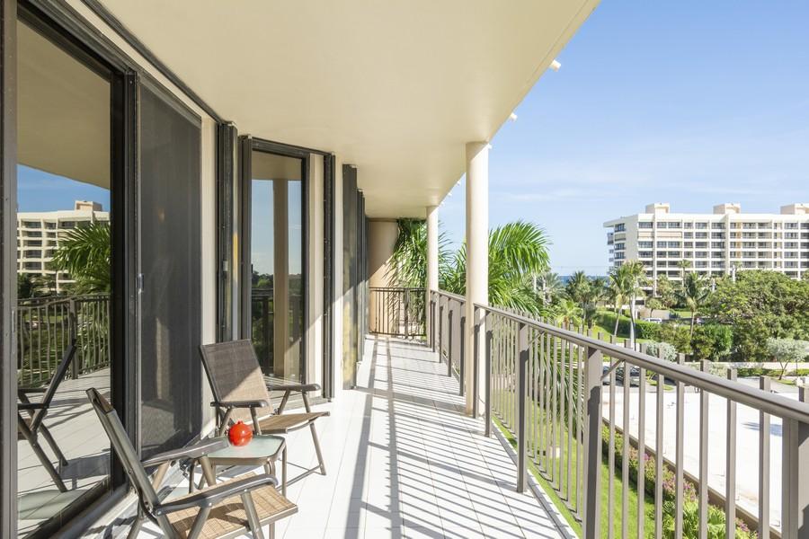 Real Estate Photography - 1401 S Ocean Blvd, #403, Boca Raton, FL, 33432 - Balcony