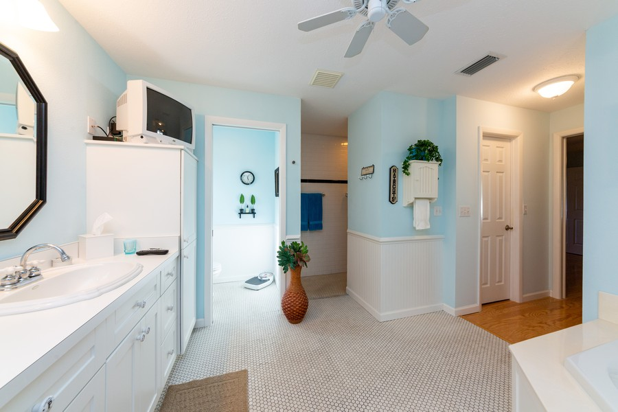 Real Estate Photography - 415 Bluebell Rd, Venice, FL, 34293 - Master Bathroom
