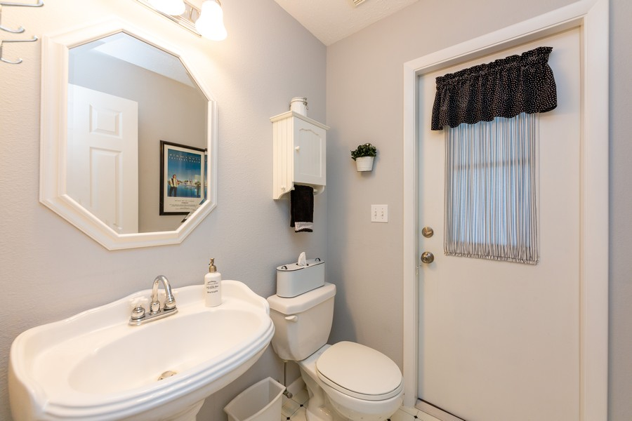 Real Estate Photography - 415 Bluebell Rd, Venice, FL, 34293 - Half Bath