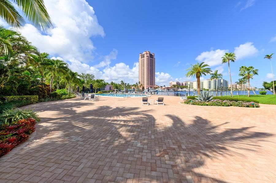 Real Estate Photography - 701 E. Camino Real, #3-C, Boca Raton, FL, 33432 - Common Sundeck
