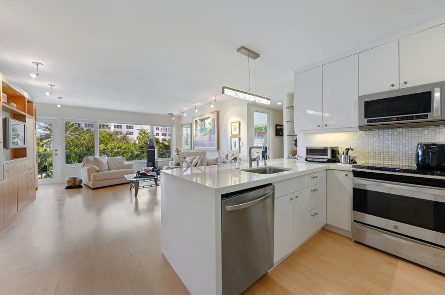 Real Estate Photography - 701 E. Camino Real, #3-C, Boca Raton, FL, 33432 - Entryway