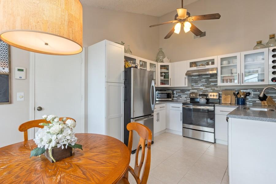 Real Estate Photography - 23271 Cedar Hollow Way, Boca Raton, FL, 33433 - Kitchen / Breakfast Room