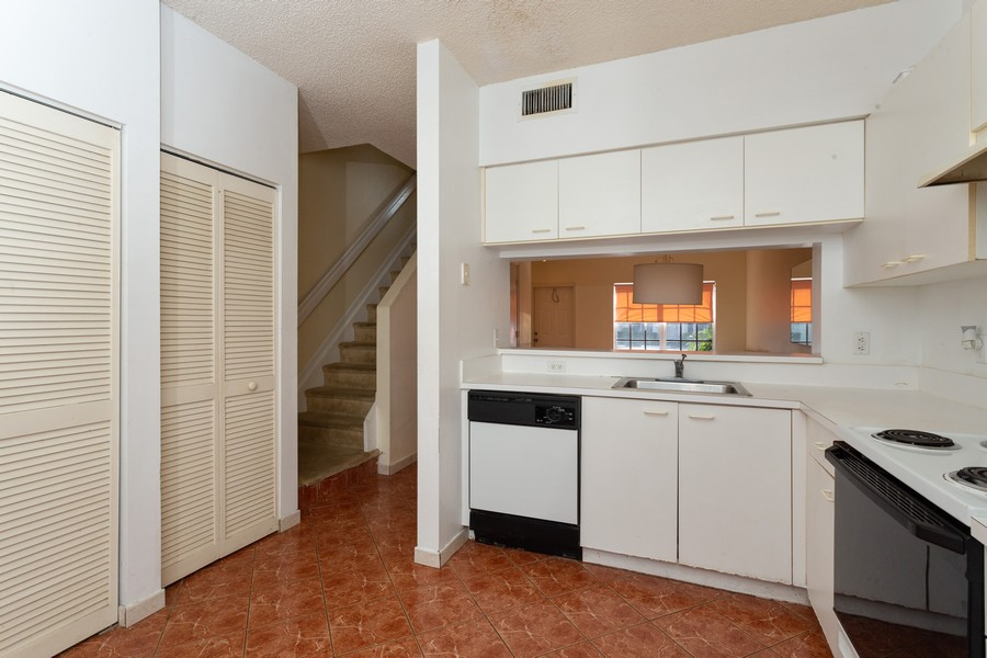 Real Estate Photography - 3165 SW 50th St, Fort Lauderdale, FL, 33312 - Kitchen