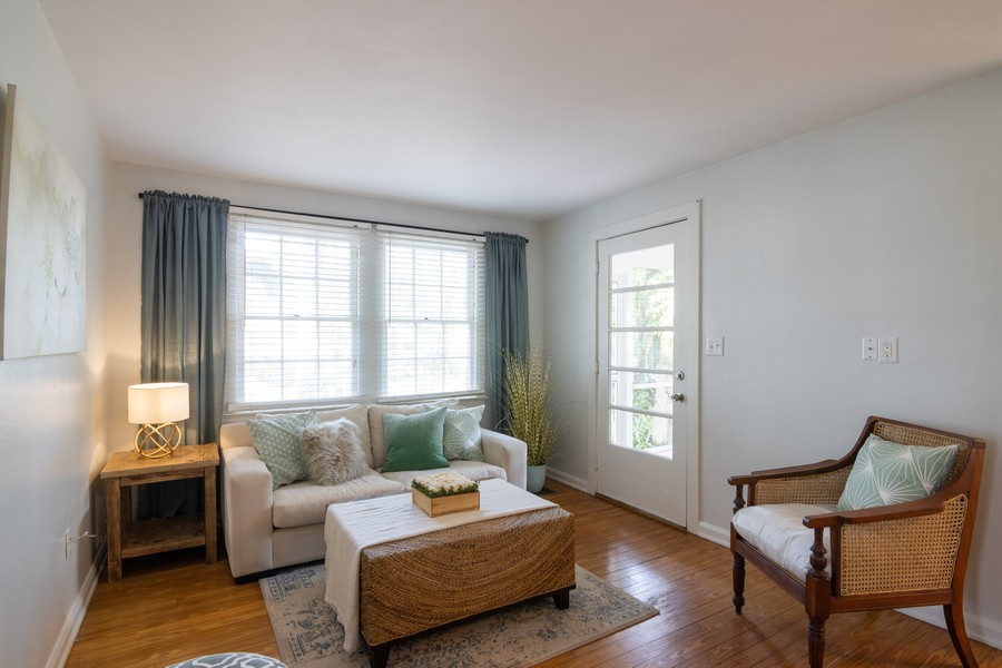 Real Estate Photography - 876 Windsor Drive, Sarasota, FL, 34234 - Living Room