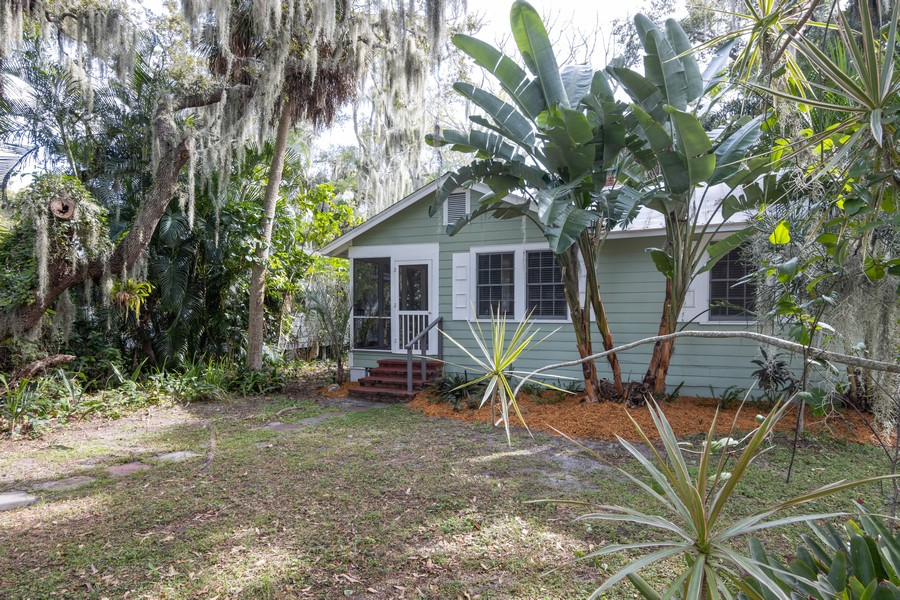 Real Estate Photography - 876 Windsor Drive, Sarasota, FL, 34234 - Front View
