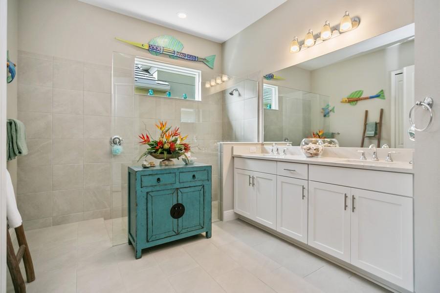 Real Estate Photography - 4123 Midnight Blue Run, Bradenton, FL, 34211 - Master Bathroom