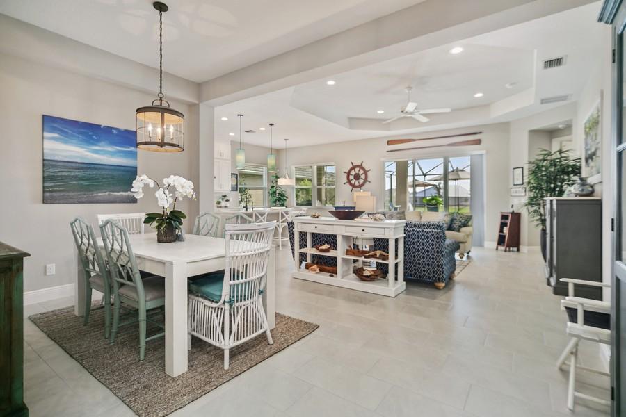 Real Estate Photography - 4123 Midnight Blue Run, Bradenton, FL, 34211 - Kitchen / Breakfast Room