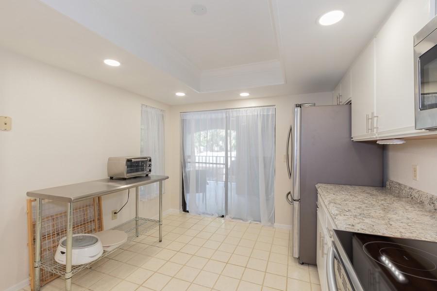 Real Estate Photography - 1055 Kensington Park Dr, Unit 803, Altamonte Springs, FL, 32714 - Kitchen