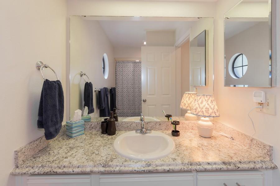 Real Estate Photography - 1055 Kensington Park Dr, Unit 803, Altamonte Springs, FL, 32714 - 2nd Bathroom