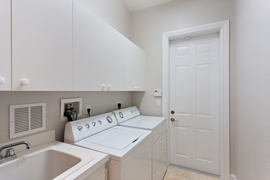 Real Estate Photography - 12191 NW 73 STREET, PARKLAND, FL, 33076 - Laundry Room