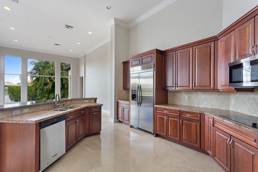 Real Estate Photography - 12191 NW 73 STREET, PARKLAND, FL, 33076 - Kitchen