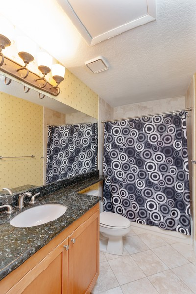 Real Estate Photography - 815 W Boynton Beach Boulevard, 13-201, Boynton Beach, FL, 33426 - Bathroom 2