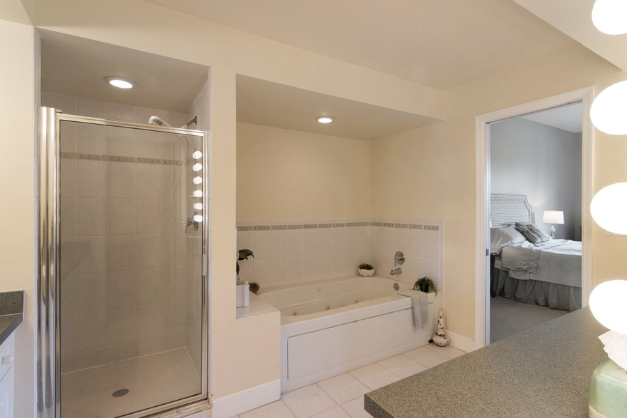 Real Estate Photography - 3905 Mariner's Walk, 815, Cortez, FL, 34215 - Master Bathroom