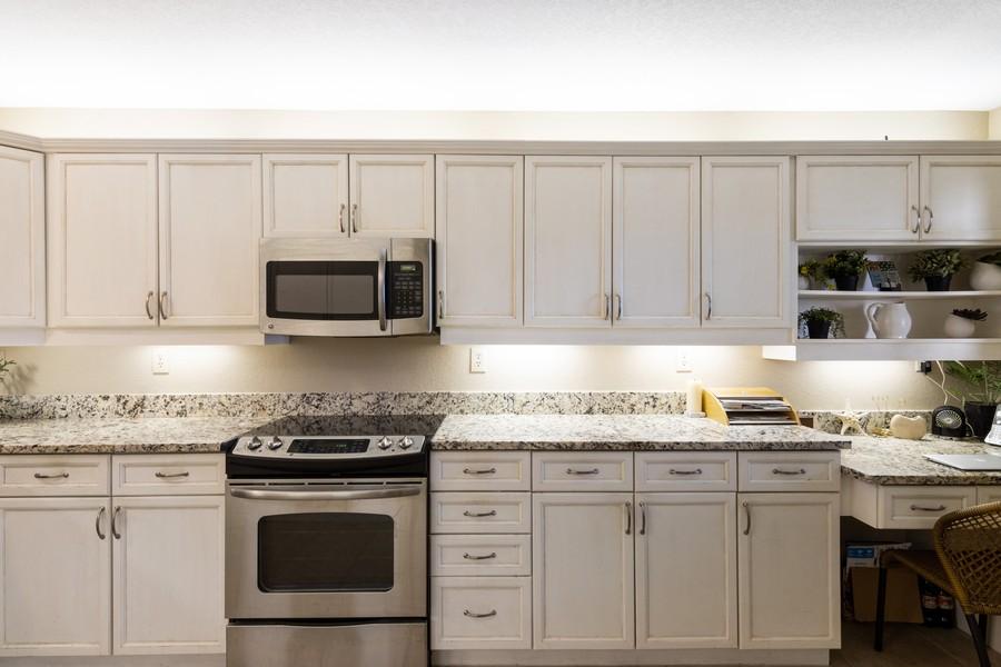 Real Estate Photography - 3905 Mariner's Walk, 815, Cortez, FL, 34215 - Kitchen