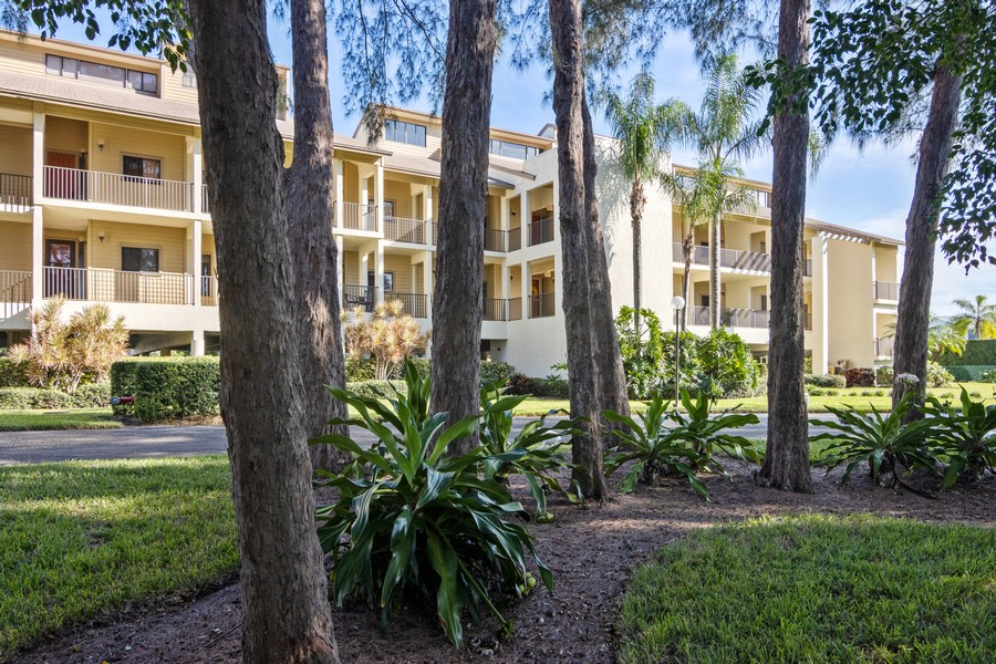 Real Estate Photography - 3905 Mariner's Walk, 815, Cortez, FL, 34215 -