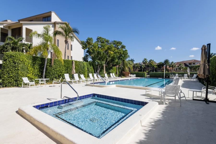 Real Estate Photography - 3905 Mariner's Walk, 815, Cortez, FL, 34215 - Pool