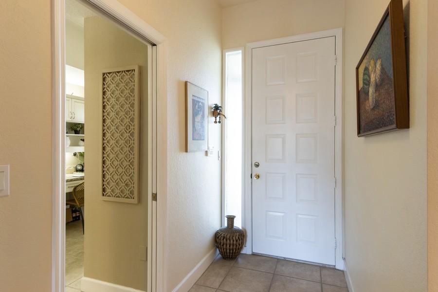 Real Estate Photography - 3905 Mariner's Walk, 815, Cortez, FL, 34215 - Foyer