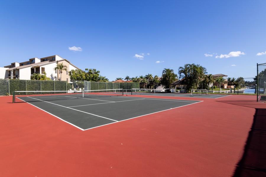 Real Estate Photography - 3905 Mariner's Walk, 815, Cortez, FL, 34215 - Tennis Court