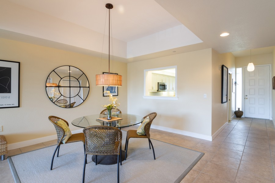 Real Estate Photography - 3905 Mariner's Walk, 815, Cortez, FL, 34215 - Dining Area