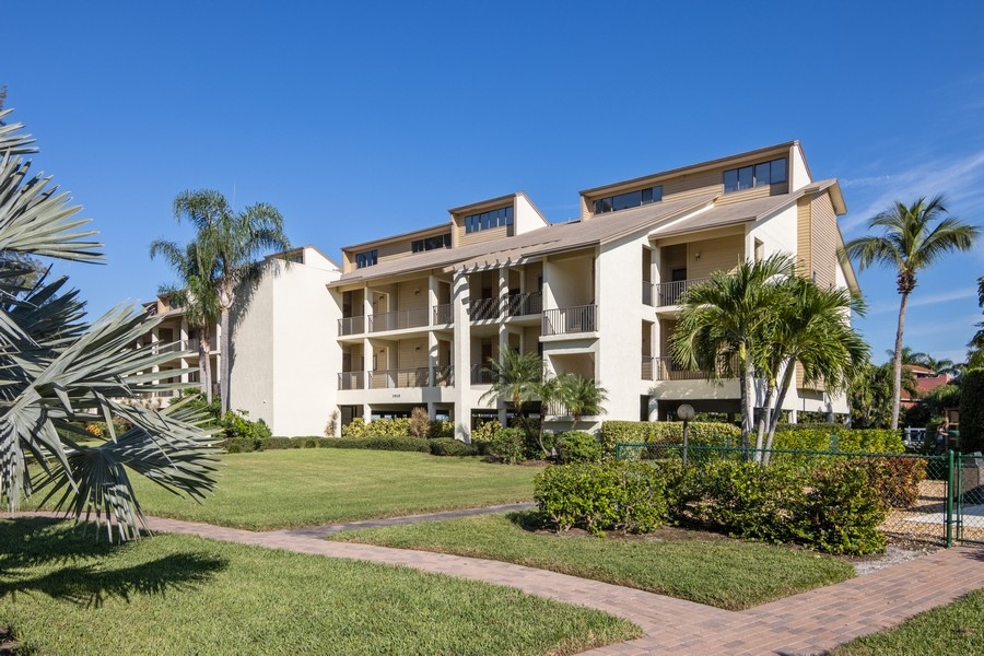Real Estate Photography - 3905 Mariner's Walk, 815, Cortez, FL, 34215 - Front View