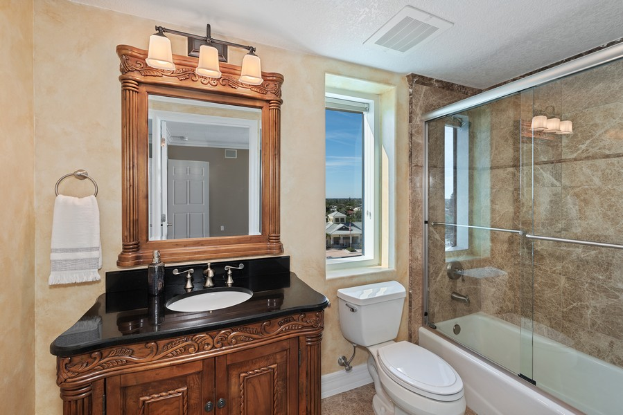 Real Estate Photography - 1323 Highway A1A, 601, Satellite Beach, FL, 32937 - 3rd Bathroom