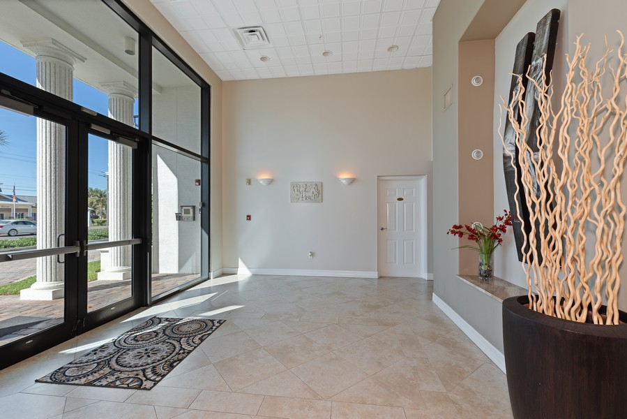 Real Estate Photography - 1323 Highway A1A, 601, Satellite Beach, FL, 32937 - Lobby
