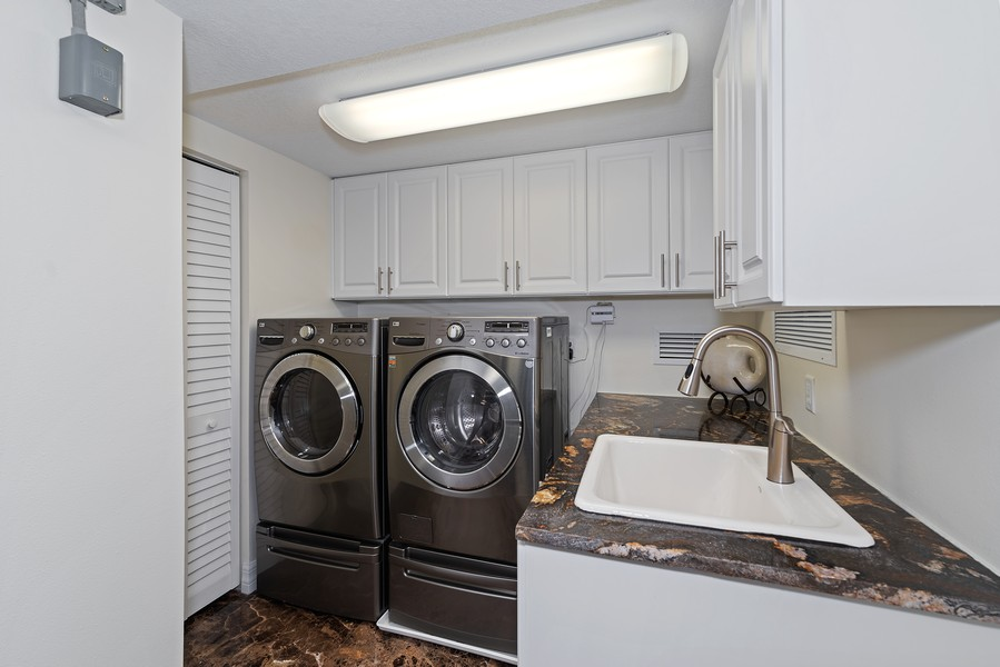 Real Estate Photography - 1323 Highway A1A, 601, Satellite Beach, FL, 32937 - Laundry Room