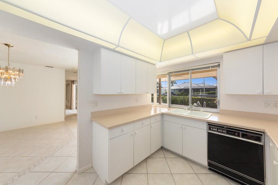 Real Estate Photography - 685 Thrush Ct, Marco Island, FL, 34105 - Kitchen