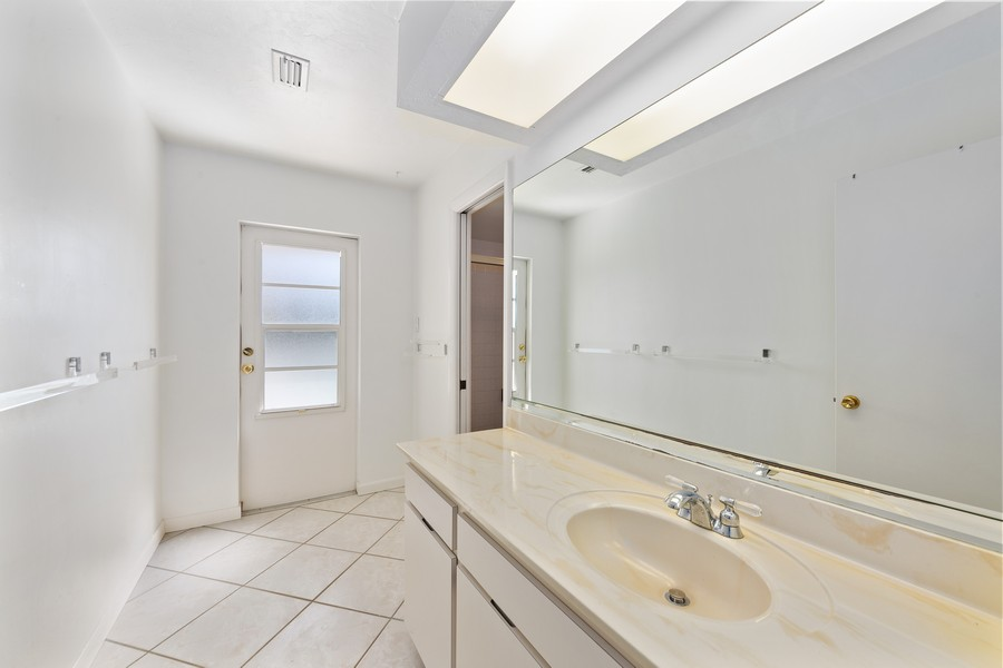Real Estate Photography - 685 Thrush Ct, Marco Island, FL, 34105 - 2nd Bathroom