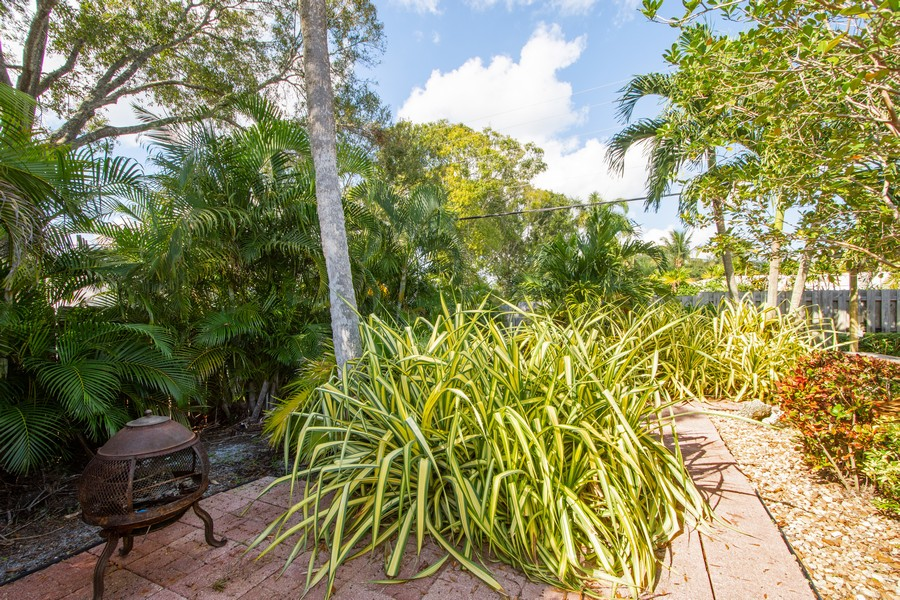 Real Estate Photography - 851 SW 4th St, Boca Raton, FL, 33486 - Side Yard