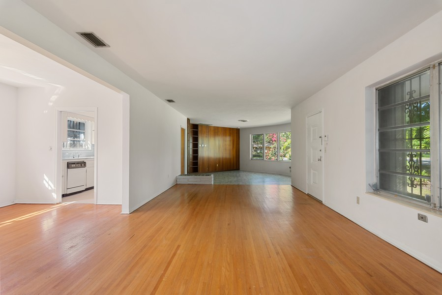 Real Estate Photography - 6200 Leonardo Street, Coral Gables, FL, 33146 - Great Room