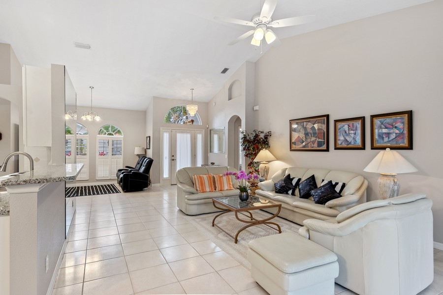 Real Estate Photography - 6832 Bay Hill Dr, Lakewood Ranch, FL, 34202 - Foyer/Living Room