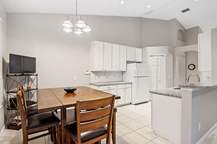 Real Estate Photography - 6832 Bay Hill Dr, Lakewood Ranch, FL, 34202 - Kitchen / Breakfast Room