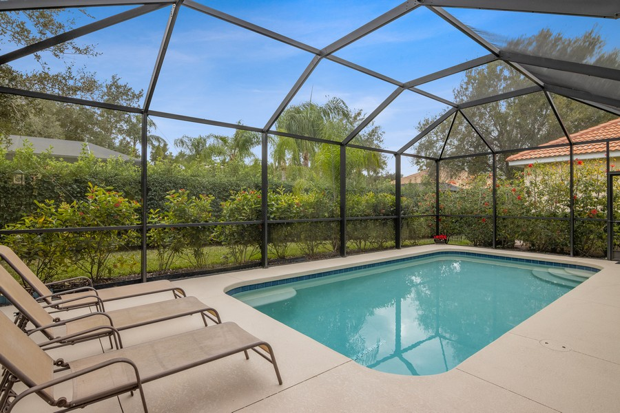 Real Estate Photography - 6832 Bay Hill Dr, Lakewood Ranch, FL, 34202 - Pool