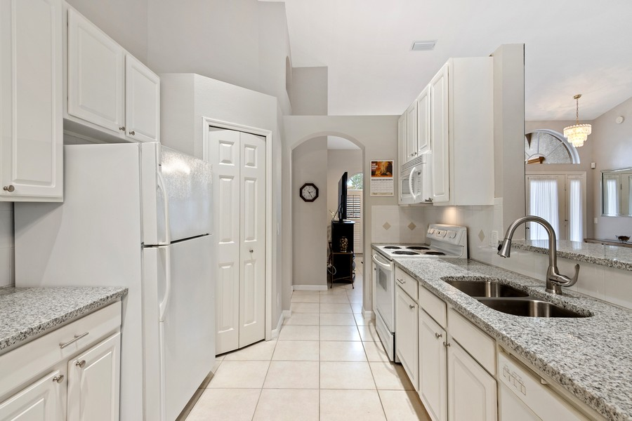 Real Estate Photography - 6832 Bay Hill Dr, Lakewood Ranch, FL, 34202 - Kitchen