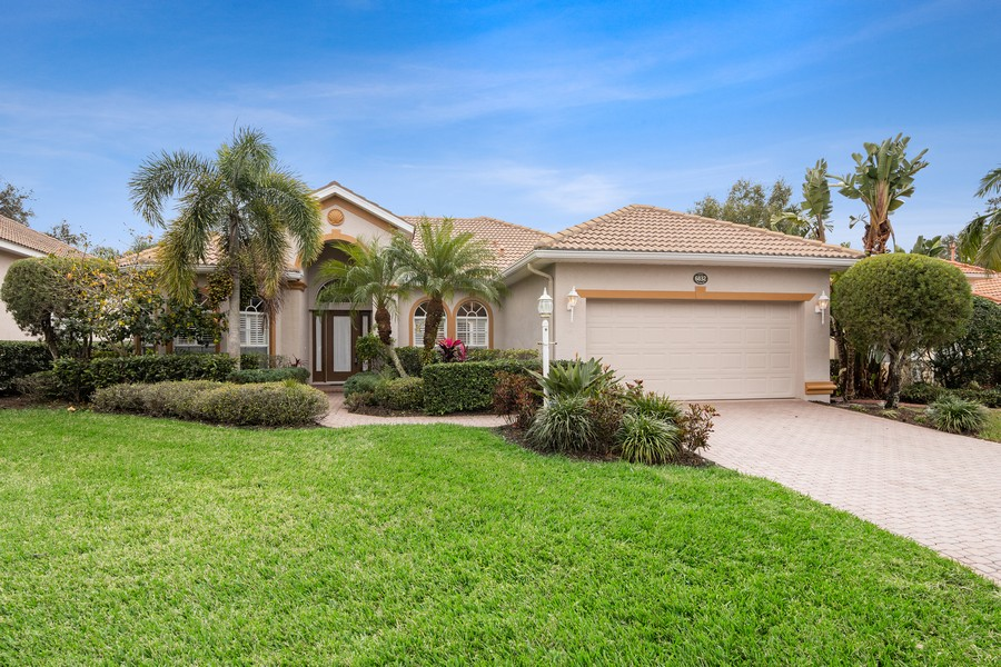 Real Estate Photography - 6832 Bay Hill Dr, Lakewood Ranch, FL, 34202 - Front View