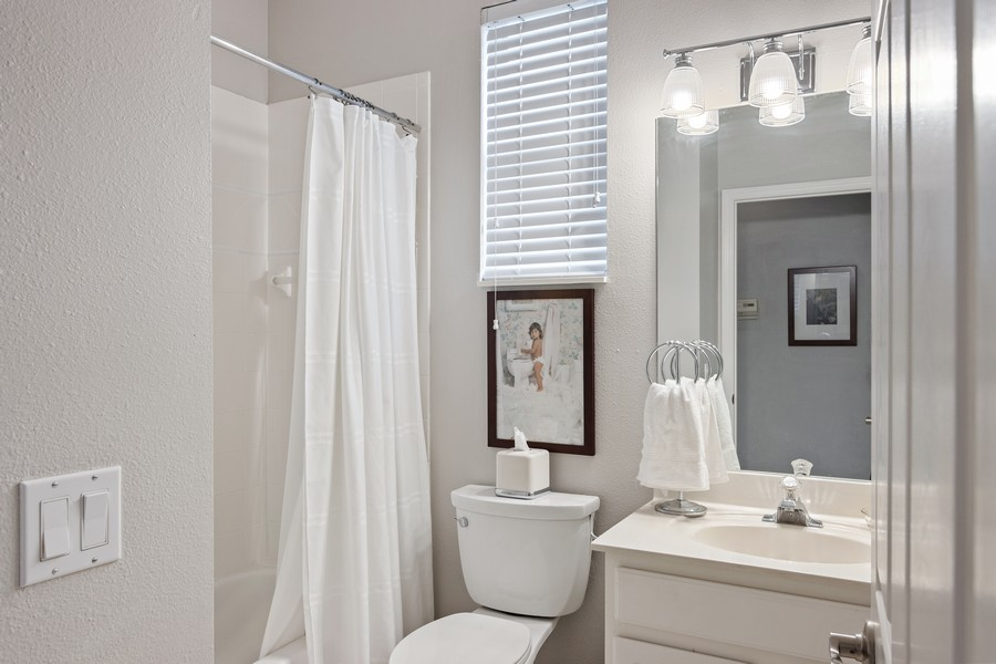 Real Estate Photography - 6832 Bay Hill Dr, Lakewood Ranch, FL, 34202 - 2nd Bathroom